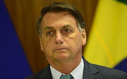 Bolsonaro diz que 'TSE quer 'eleger Lula dentro de sala escura'