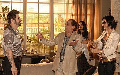 Dodi (Murilo Benício), Sabiá (Lúcio Mauro) e Fafá (Claudia Missura) em cena de A Favorita em dezembro de 2008