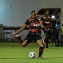 Walter em ação com a camisa do Vitória no jogo contra o Rio Branco, pela Copa do Brasil