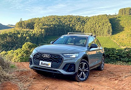 A dianteira do Audi Q5 segue o mesmo estilo adotado no Q8. Há opção de faróis adaptativos em LED
