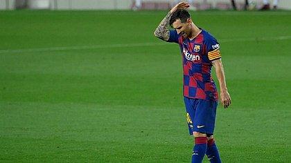 De acordo com veículos de imprensa da Espanha e Argentina, Messi comunicou aos dirigentes do Barcelona que quer deixar o clube