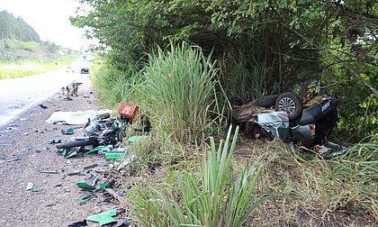 Cinco pessoas morrem após acidente entre carro, moto e caminhões no Sul da Bahia