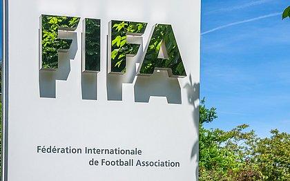 Fifa tenta recuperar R$ 8 milhões pagos por Blatter a Platini