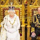 Rainha Elizabeth II ao lado do fiel escudeiro príncipe Philip: 73 anos de casamento