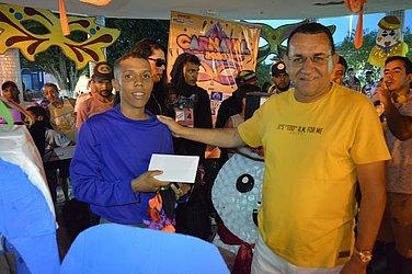 Emerson recebe prêmio de prefeito