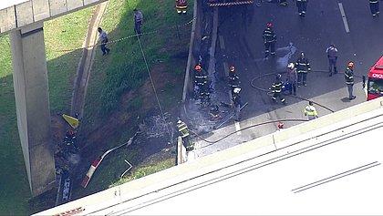 Duas pessoas morrem carbonizadas após helicóptero cair em SP