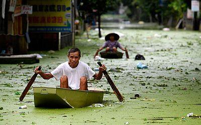 Enchente no subúrbio Chuong em Hanói.