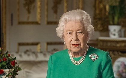 'Dias melhores virão', diz rainha Elizabeth II