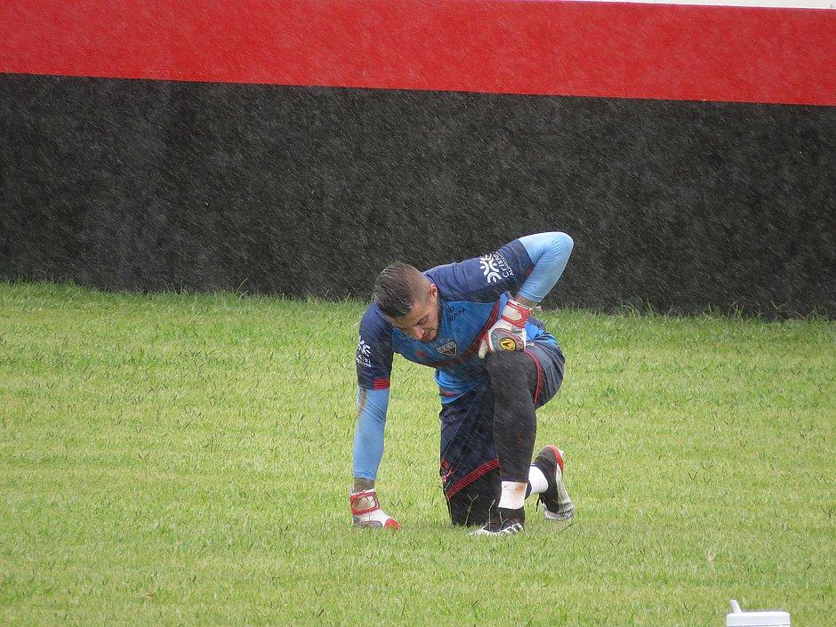 Jean durante treinamento pelo Atlético-GO