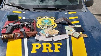 PRF prende assaltantes na BR-324, em Simões Filho