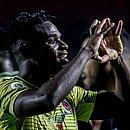 Duván Zapata faz coração para celebrar seu gol