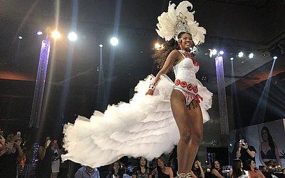 655dc1dc7 Nayane Rodrigues lança coleção em desfile com famosos - Jornal ...