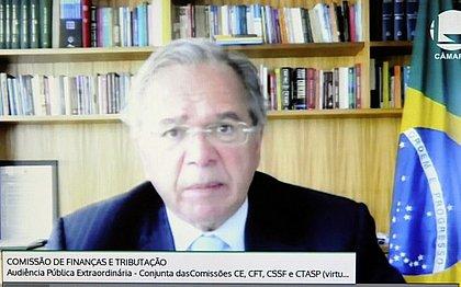 'Jamais tive projeto de taxar livros', afirma Guedes, em nova resposta a Freixo