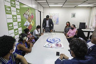 Representantes quilombolas no Incra para assinatura do título de posse