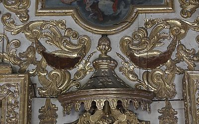 Material folheado a ouro tem se desprendido com frequência dos ornamentos