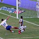 Lance do primeiro gol do Ceará: Sobral aproveita vacilo de Capixaba e Anderson