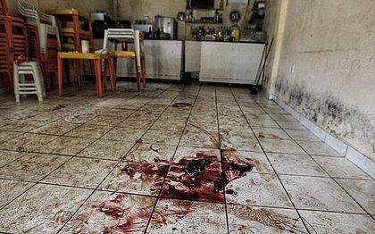 Candeias: traficantes atiram para matar rival e deixam 11 pessoas feridas em bar