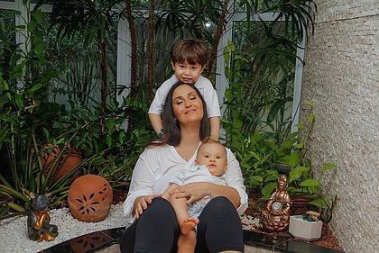 A escritora Gabriela Lacerda foi buscar respostas sobre as novas crianças quando estava tentando engravidar do primeiro filho, Gael. Hoje, também é mãe de Benício