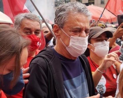 Chico Buarque, que completa 77 anos neste sábado, protesta contra Bolsonaro no Rio