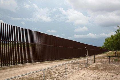 Biden encerra estado de emergência na fronteira com México e veta verba para muro