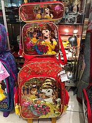 Kit estojo, mochila e lancheira da Bela e a Fera (Zona Franca Gift Shop -  Shopping da Bahia) de R$ 528,8 por R$ 371 (29,8%)