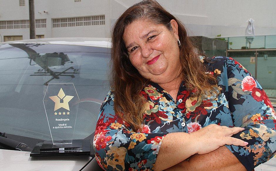 Conheça Tia Rosa, única motorista 5 estrelas da Uber no Nordeste
