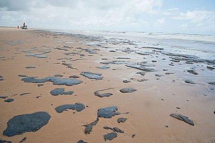 Há possibilidade de derramamento de óleo ter sido criminoso, diz Bolsonaro