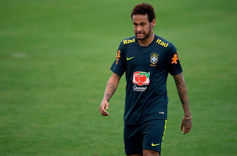 Neymar foi cortado da Seleção devido a lesão no tornozelo direito