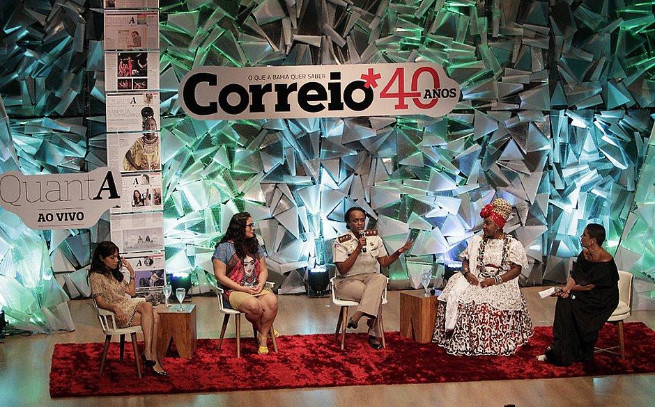 Mariana Regis, Satta Prem, major Denice Santiago e Eliane Assis debatem com mediação de Flavia Azevedo