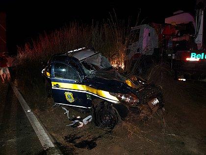 Polícia busca motorista de carreta que bateu em oito veículos e matou duas pessoas