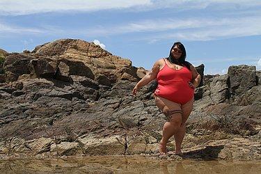 Thaís Carla passa temporada de férias na Bahia; arraste para o lado e veja mais fotos