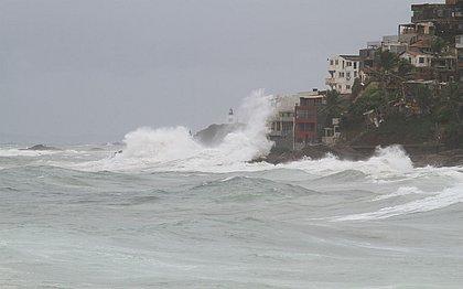 Marinha emitiu alerta sobre ondas de até 3,5 metros