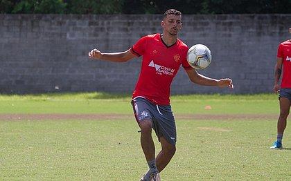 Matheus Tenório no treino desta quinta-feira (25)