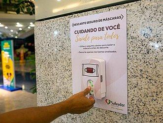 Saco para descarte de máscaras no Salvador Shopping