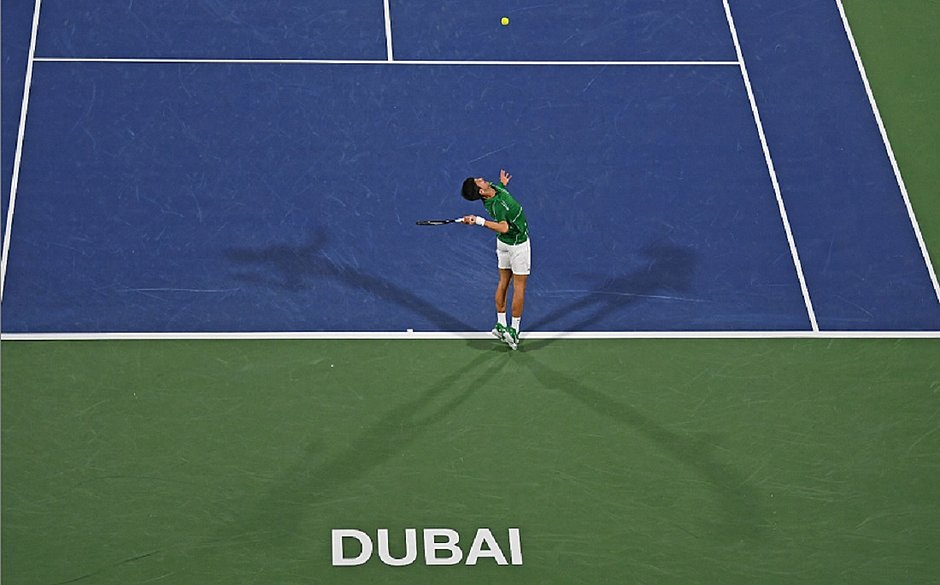 Djokovic derrota Monfils e joga final em Dubai contra Tsitsipas