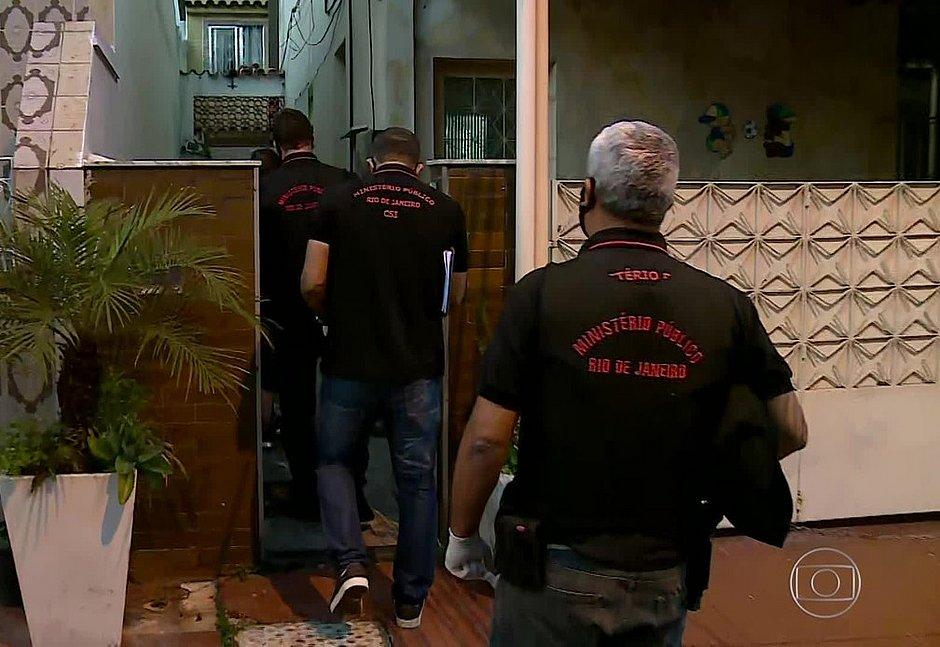 Polícia cumpre mandado de busca e apreensão em casa ligada a Bolsonaro