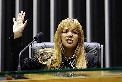 Justiça do Rio afasta Flordelis do cargo de deputada federal