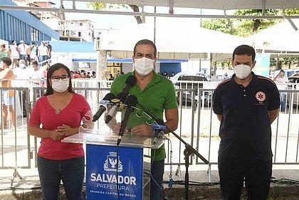 Prefeito Bruno Reis - acompanhado da vice prefeita Ana Paula Matos e do secretário municipal de Saúde Léo Prates - divulgou o esquema de vacinação dos maiores de 90