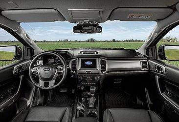 A versão Limited tem acabamento em couro e piloto automático adaptativo