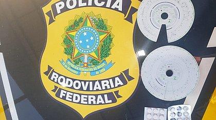 PRF apreende comprimidos de 'rebite' com caminhoneiros na Bahia