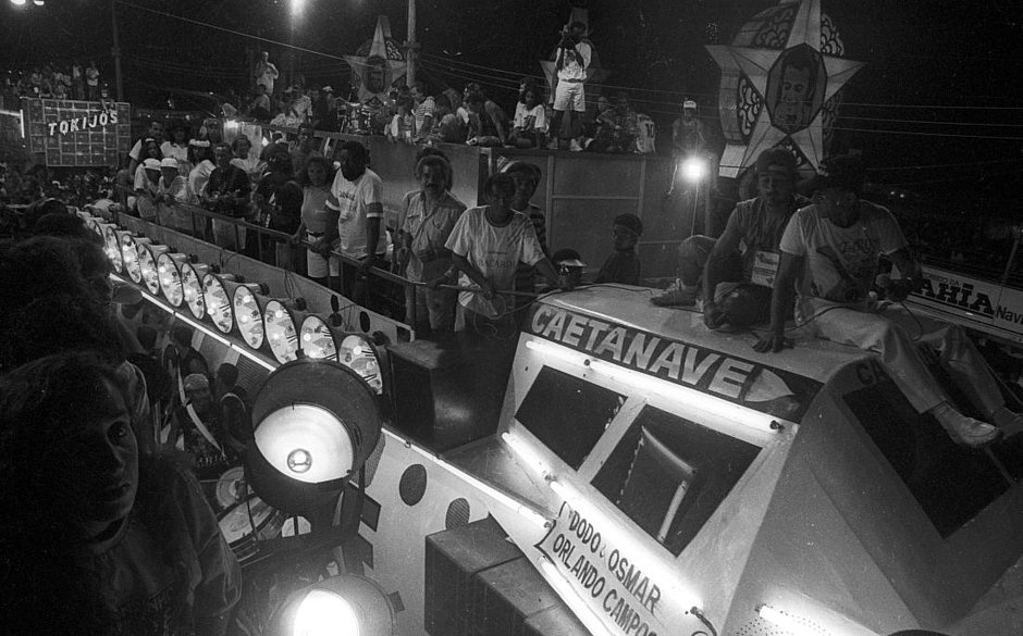 Cenas de Carnaval: a Caetanave