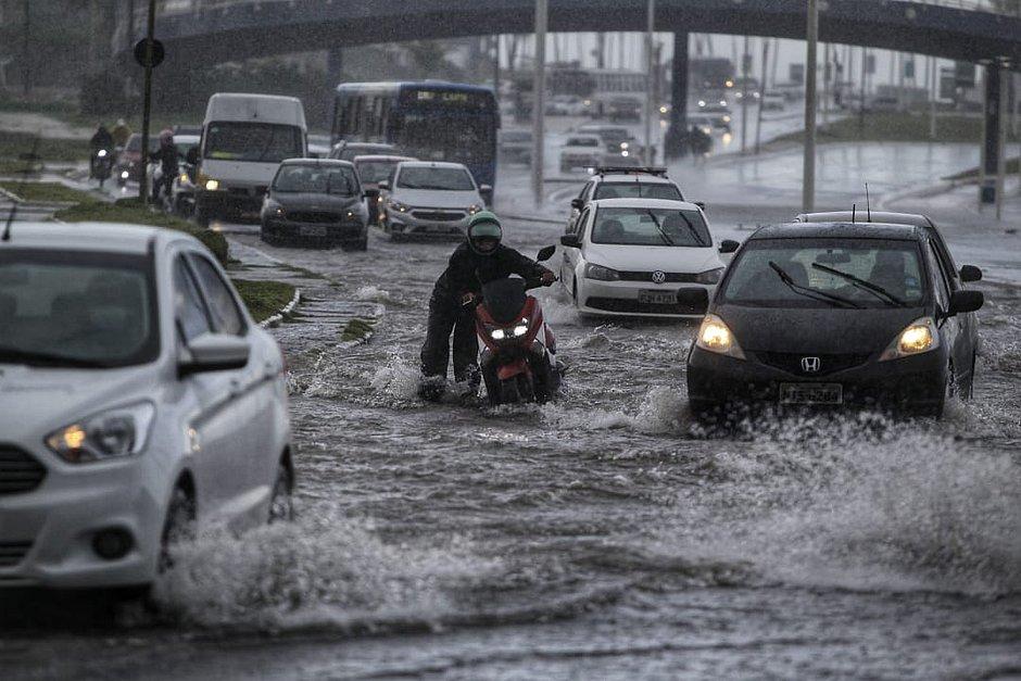 Salvador entra em nível de atenção por conta da chuva