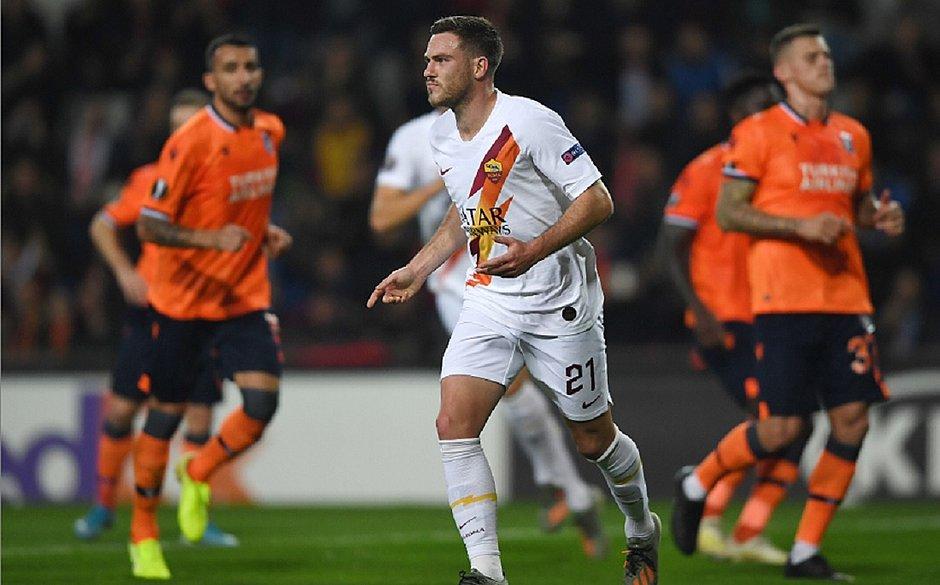 Roma faz 3 em time de Robinho e embola grupo na Liga Europa