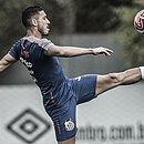 Pretendido pelo Bahia, Jean Mora treina entre os titulares com Sampaoli