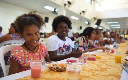 Almoço de Natal: Cidade da Luz serve 500 pessoas em ceia