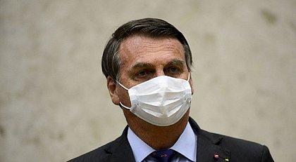 Depois de polêmica fala sobre pólvora, Bolsonaro diz que papel de militar é fora da política