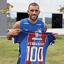 Fernandão exibe camisa alusiva aos 100 jogos pelo Bahia