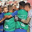 Jogadores do Bahia comemoram gol em cima do XV de Piracicaba