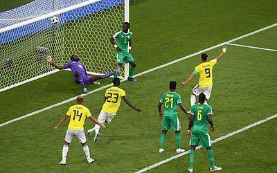 Colombianos festejam o gol da liderança