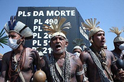 Indígenas protestam contra PL 490 em Brasília